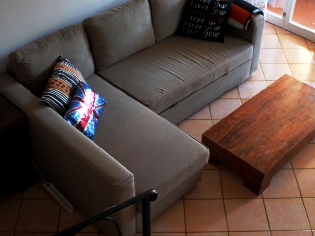 Soggiorno con divano letto da una piazza e mezzo