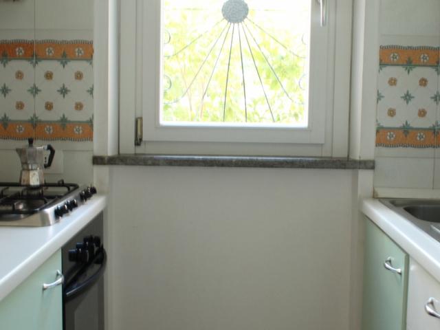 cucinino con elettrodomestici di base