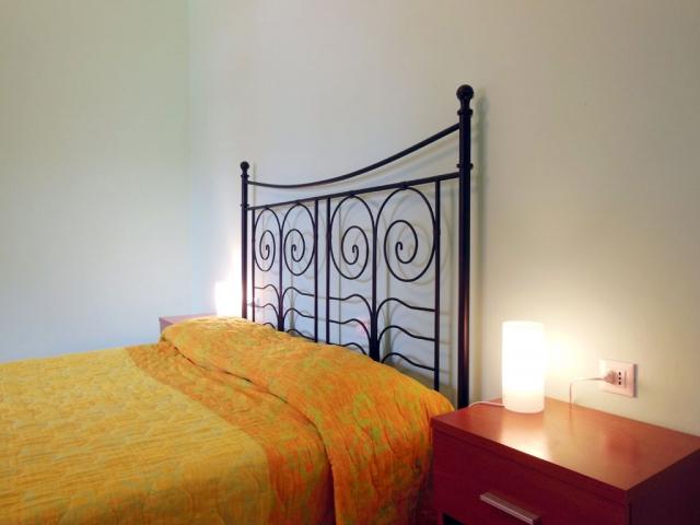 Camera da letto matrimoniale con brandina accessoria